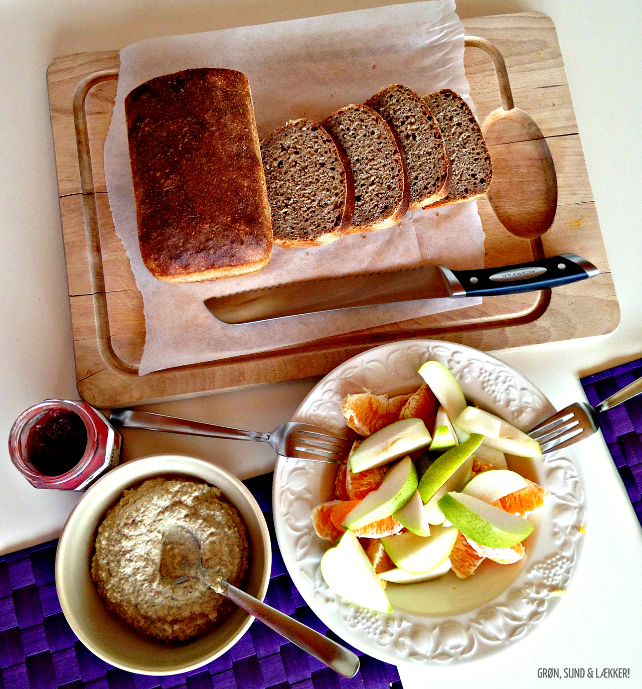 Morgenbord med nøddeost